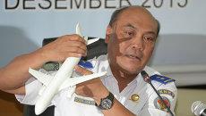 Глава Национального комитета по безопасности на транспорте Индонезии на пресс-конференции