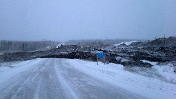 Оползень, перекрывший дорогу Мирный-Ленск в Якутии