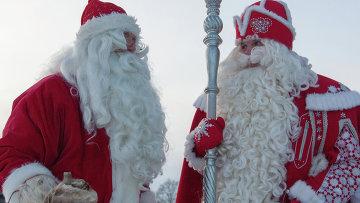 Встреча российского Деда Мороза и финского Йоулупукки. Архивное фото