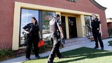 Полиция на месте стрельбы в Сан-Бернадино. Калифорния