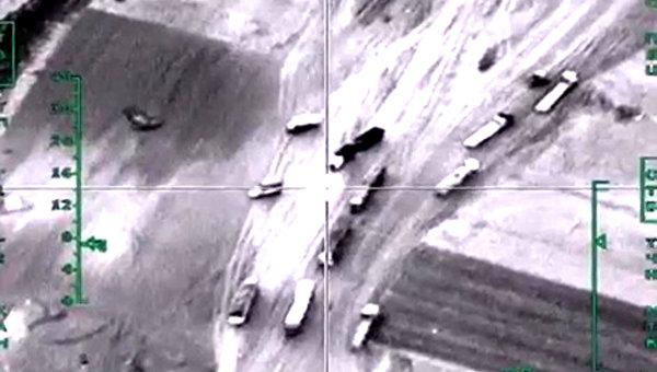 Авиаудар ВКС РФ по колонне автомобилей, перевозящих нефтепродукты в провинции Алеппо в Сирии. Максимально возможное качество. Архивное фото
