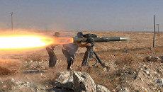 Боевики из ИГ (ДАИШ) используют противотанковый ракетный комплекс возле города Эль-Хасака, Сирия