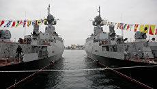 Подъем флагов ВМФ на новых малых ракетных кораблях Зеленый Дол и Серпухов