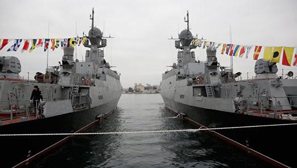 Подъем флагов ВМФ на новых малых ракетных кораблях Зеленый Дол и Серпухов. Архивное фото