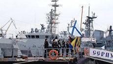 Моряки подняли флаги на новых кораблях ЧФ Серпухов и Зеленый Дол