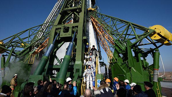 Подготовка к запуску ракеты-носителя Союз-ФГ с пилотируемым кораблем Союз ТМА-19М на космодроме Байконур. Архивное фото