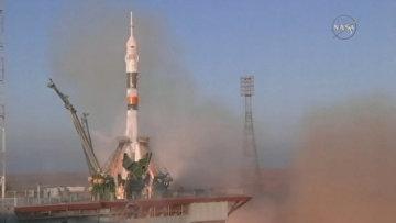 Кадры старта ракеты Союз ТМА-19М с новым экипажем МКС с Байконура