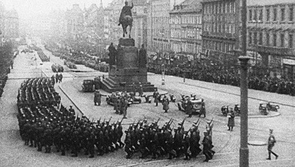 Гитлеровские войска на Вацлавской площади Праги