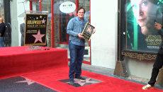 Тарантино под аплодисменты поклонников получил звезду на Аллее славы Голливуда