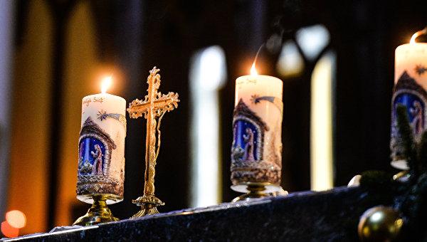 Элементы рождественского убранства в кафедральном соборе