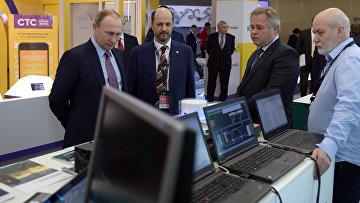 Президент РФ В. Путин принял участие в пленарном заседании первого российского форума Интернет Экономика