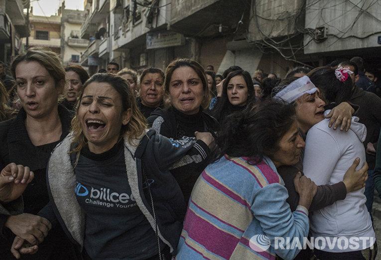 Родственники погибших и раненых во время террористического акта в центре города Хомс