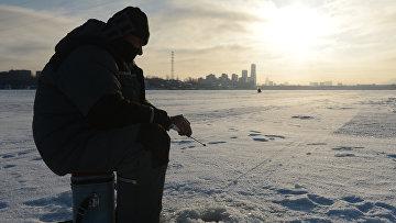 Рейд сотрудников МЧС по местам рыбной ловли. Архивное фото