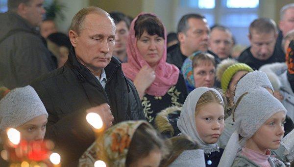 Президент РФ В. Путин на Рождественском богослужении