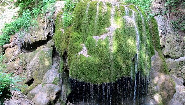 Водопад Серебряные струи в Крыму