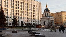 Здание министерства обороны РФ и храм Бориса и Глеба на Арбатской площади в Москве. Архивное фото