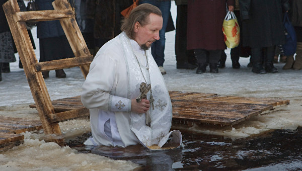 Обряд освящения воды. Архивное фото