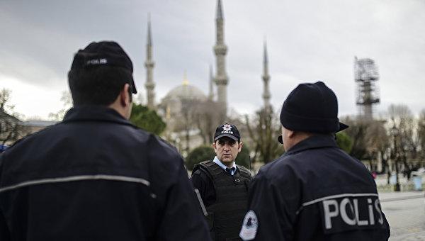 Сотрудники полиции Турции на месте взрыва в Стамбуле. Архивное фото