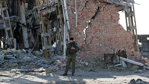 Возобновлены поиски погибших на территории аэропорта Донецка. Архивное фото