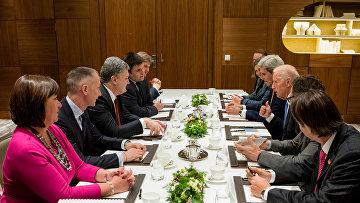 Президент Украины П. Порошенко встретился с вице-президентом США Д. Байденом и госсекретарем США Д. Керри во время встречи в рамках Всемирного экономического форума