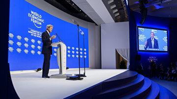 Госсекретарь США Джон Керри выступает на сессии в рамках Всемирного экономического форума в Давосе, 22 января 2016 года