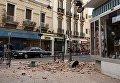 Обломки фасада здания на улице Мелилья, Испания, после крупного землетрясения магнитудой 6,3. 25 января 2016 год