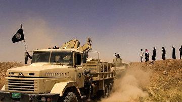 Боевики террористической группировки Исламское государство на границе Сирии. Архивное фото