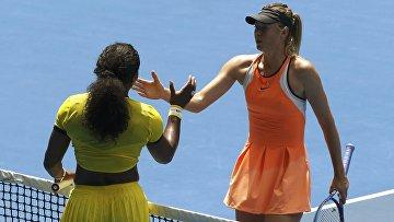 Мария Шарапова и Серена Уильямс после окончания матча в четвертьфинале Australian Open 2016