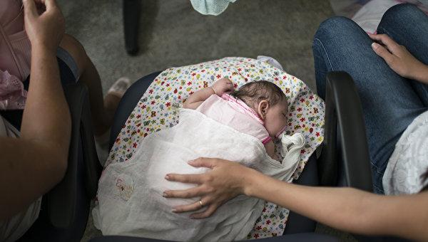 Ребенок с подозрением на микроцефалию. Архивное фото