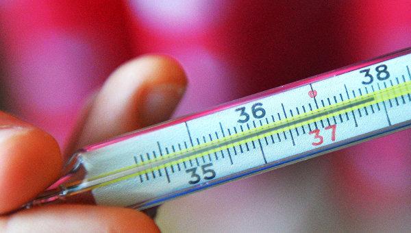 Ртутный градусник для измерения температуры. Архивное фото