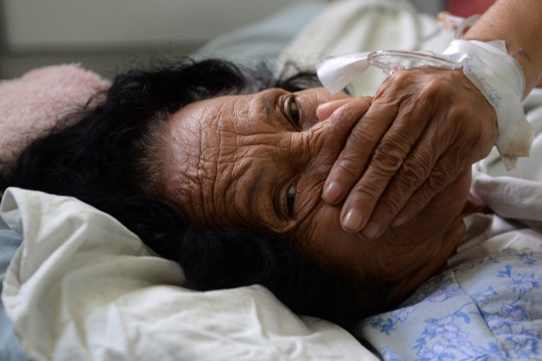 Пациент с синдромом Гийена-Барре в больнице Сан-Сальвадора