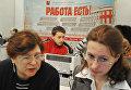 """Участники ярмарки вакансий на международном форуме """"Карьера"""" в Москве."""
