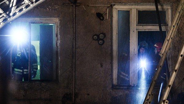 Спасатели во время пожара. Архивное фото