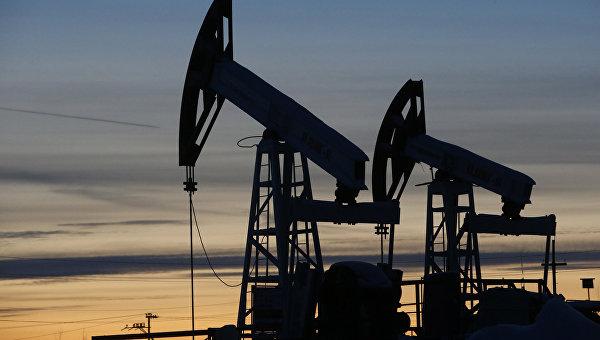 Добыча нефти на станции компании Лукойл