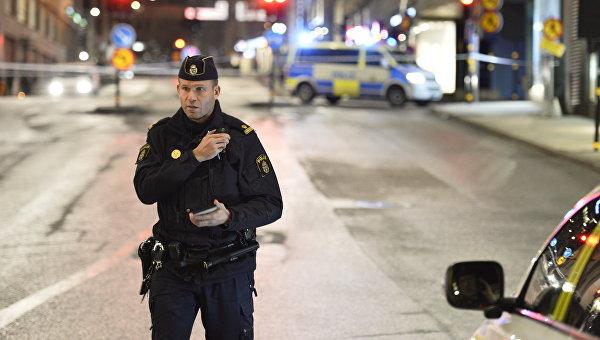 Сотрудник шведской полиции на улице Стокгольма. Архивное фото
