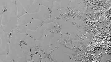 Водяные льдины на поверхности азотного сердца Плутона