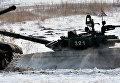 Танк Т-72 на дистанции второго этапа по танкового биатлону