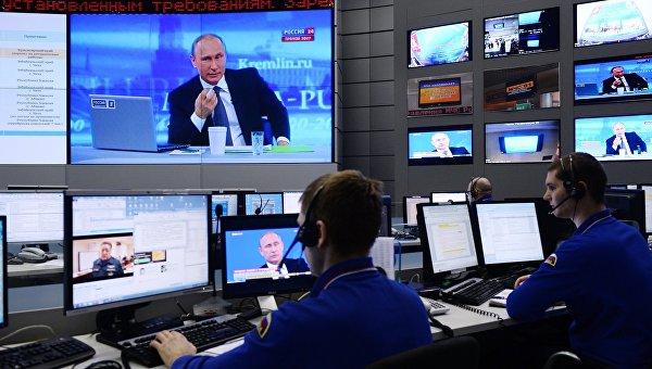 Трансляция Прямой линии с Владимиром Путиным. Архивное фото