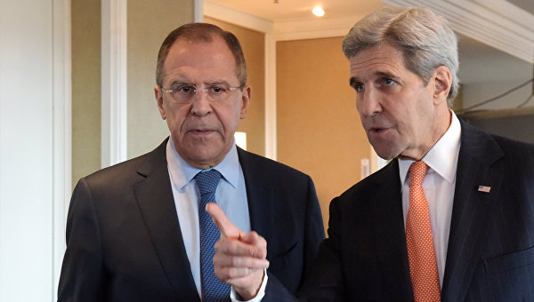 Министр иностранных дел Российской Федерации Сергей Лавров (слева) и госсекретарь США Джон Керри. Архивное фото