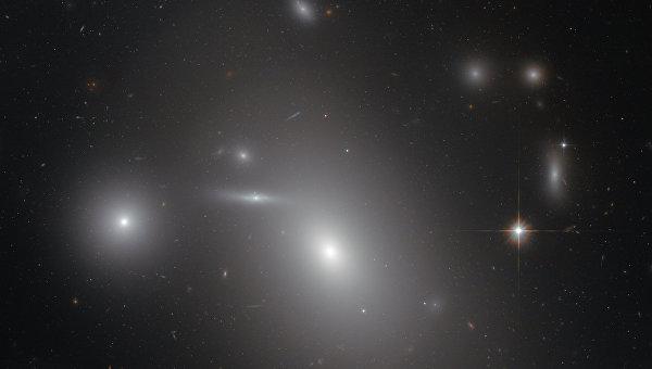 Галактика NGC 4889, где находится одна из крупнейших черных дыр мироздания