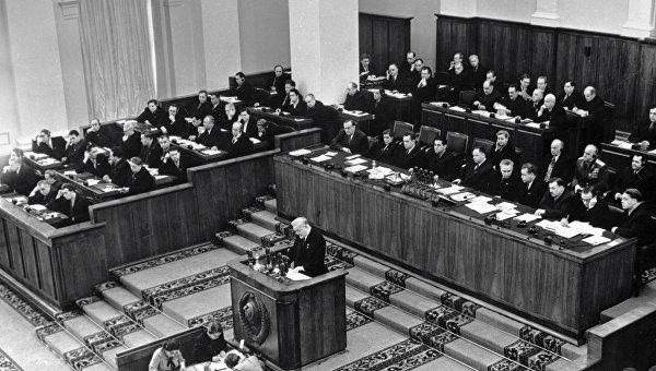 Председатель Совета Министров СССР, член Президиума ЦК КПСС Николай Булганин выступает на XX съезде КПСС