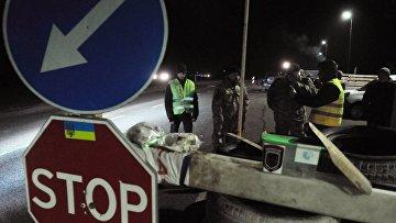 Украинские активисты блокируют движение российских фур во Львовской области. Архивное фото