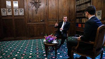 Председатель правительства РФ Дмитрий Медведев во время интервью журналу Тайм на полях Мюнхенской конференции по вопросам политики безопасности