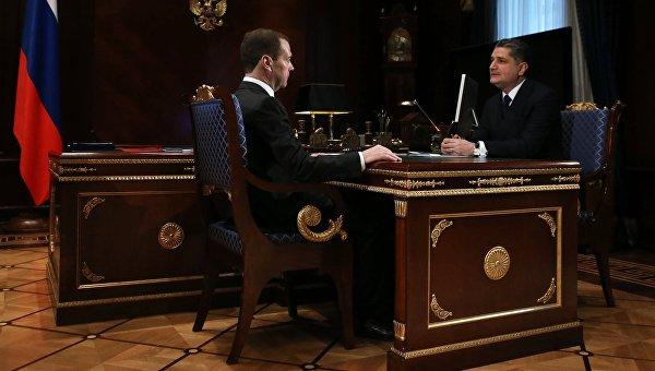 Председатель правительства РФ Дмитрий Медведев и председатель коллегии ЕЭК Тигран Саркисян во время встречи в подмосковной резиденции Горки