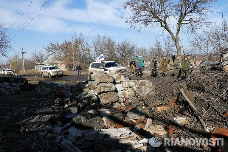 Автомобили ОБСЕ в поселке Зайцево в Донецкой области
