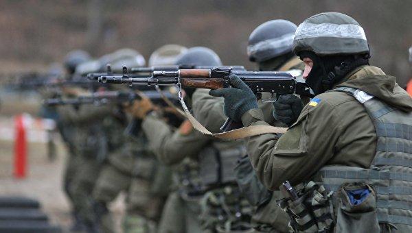 Военнослужащие Национальной гвардии Украины во время обучения по методике НАТО на полигоне в Золочевском районе Львовской области. Архивное фото
