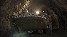 Погрузо-доставочная машина на шахте Северная. Архивное фото