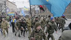 Украинские радикалы около офиса Сбербанка в Киеве. Архивное фото