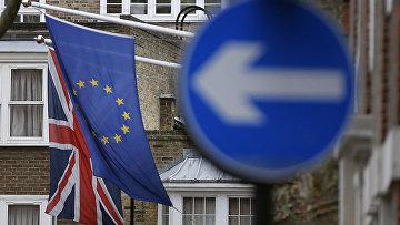 Флаги Евросоюза и Великобритании на отеле в Лондоне. Архивное фото