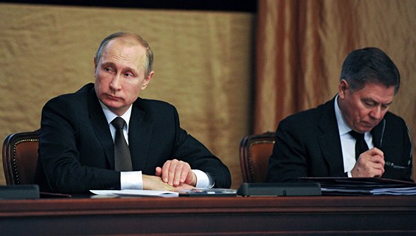 Президент России Владимир Путин и председатель Верховного суда РФ Вячеслав Лебедев на заседании коллегии Федеральной службы безопасности в Москве